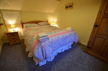 cottage 2 main bedroom b